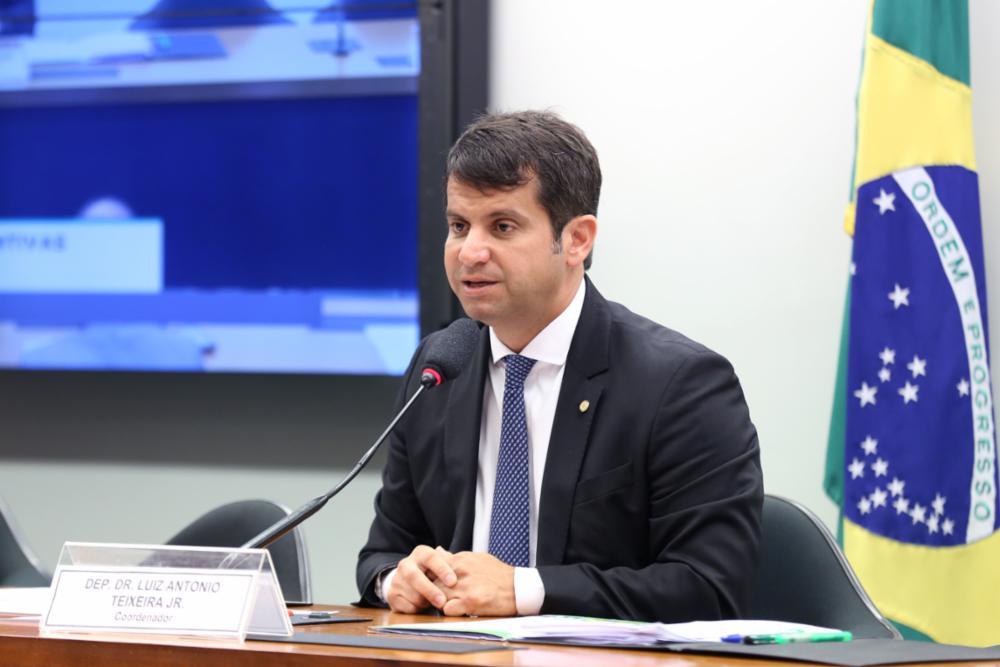 Comissão do coronavírus propõe e aprova importantes projetos de combate à doença