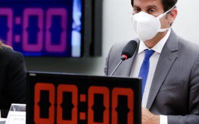 Debatedores defendem ajuda da tecnologia para combater coronavírus