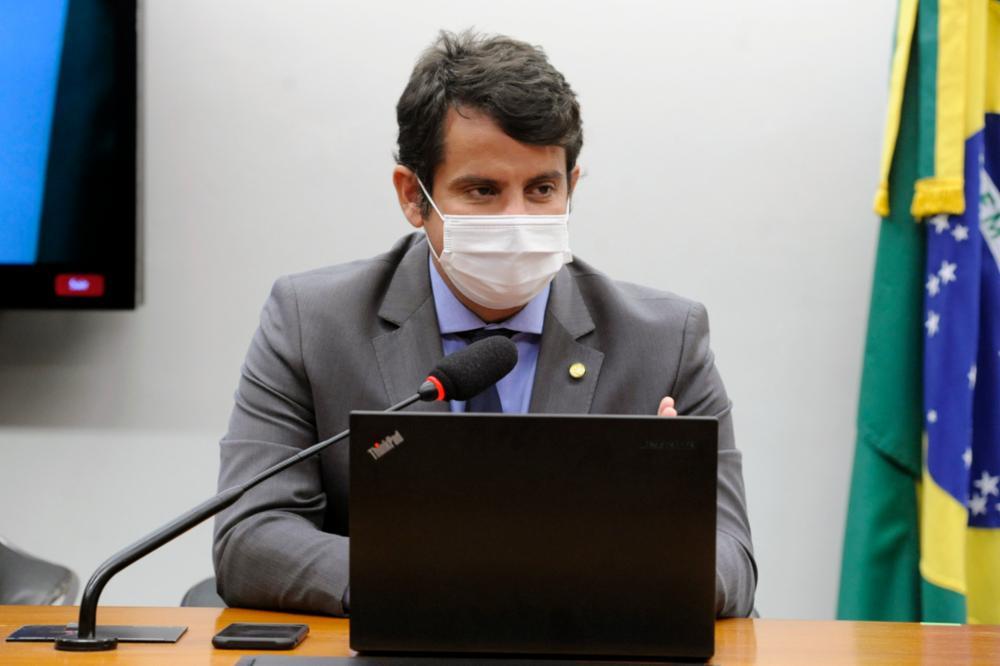 Proposta do Dr. Luizinho reduz alíquota de contribuição para profissionais da área médica